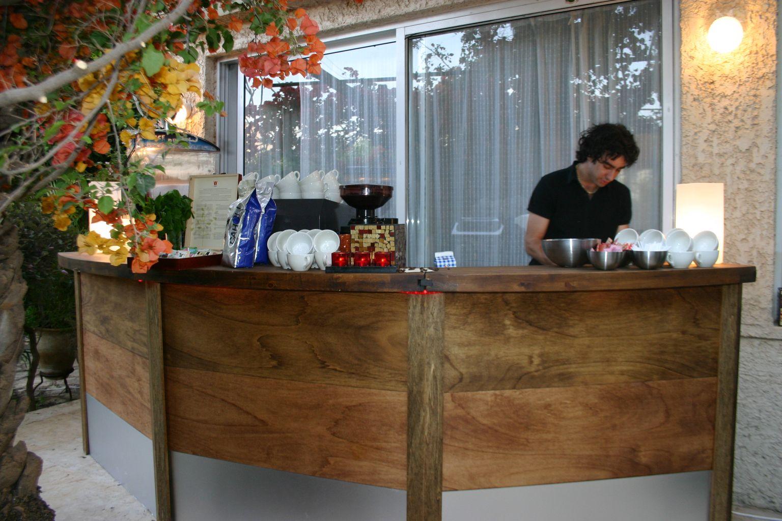 בר קפה לאירועים פרטיים ושמחות  בחצר בית פרטי.